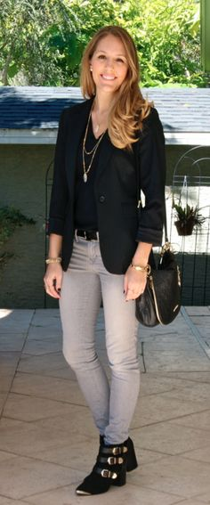 Todays Everyday Fashion: Almost Vintage - Jeans Black - Ideas of Jeans Black - Black blazer gray jeans black booties // Not nuts about the shoes but like the overall look Black Blazer With Jeans, Grey Jeans Outfit, Blazer Outfits, Grey Pants, Black Skinnies, Winter Outfits For Work, Cool Outfits, Fashion Outfits, Js Everyday Fashion