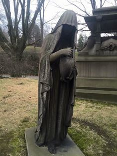 The Story Behind The Weeping Gravestone In Cleveland's Lake View Cemetery Will Chill You To The Bone Cemetery Monuments, Cemetery Statues, Cemetery Headstones, Old Cemeteries, Cemetery Art, Angel Statues, Graveyards, Unusual Headstones, Cleveland
