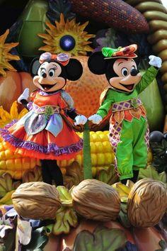 Mickey and Minnie Mouse | Halloween parade | Disneyland Paris