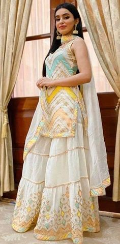 Indian Dresses For Women, Party Wear Indian Dresses, Designer Party Wear Dresses, Indian Gowns Dresses, Indian Bridal Outfits, Stylish Dresses For Girls, Stylish Dress Designs, Dress Indian Style, Indian Fashion Dresses