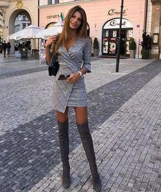 Long Sleeve Dress / Street style fashion / Source by fashion dresses Fashion Mode, Fashion Pants, Look Fashion, Autumn Fashion, Fashion Dresses, Luxury Fashion, Womens Fashion, Fashion Trends, Cheap Fashion