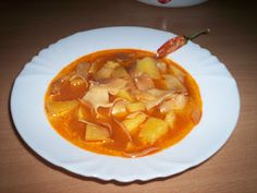 """""""Csak úgy, mint otthon"""": Lebbencs leves Hungarian Recipes, Goulash, Thai Red Curry, Bacon, Food And Drink, Soup, Ethnic Recipes, Kitchen, Hungary"""