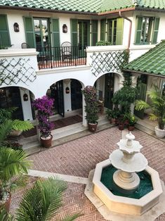 An Island Enclave in Palm Beach – House Design Hacienda Style Homes, Spanish Style Homes, Spanish Revival, Spanish House, Spanish Style Interiors, Spanish Style Bathrooms, Boho Glam Home, Style At Home, Green Shutters