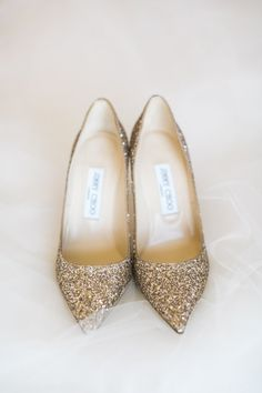 Glitter pointed pointed toe Jimmy Choo pumps: http://www.stylemepretty.com/2016/11/02/wedding-inspired-by-pantone-colors/ Photography: Jasmine Lee - http://jasmineleephotography.com/index3/