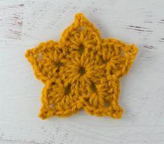 Easy Crochet Star Pattern - Crochet 365 Knit Too Crochet Star Patterns, Crochet Stars, Christmas Crochet Patterns, Crochet Snowflakes, Crochet Motif, Crochet Flowers, Crochet Crafts, Crochet Projects, Craft Projects
