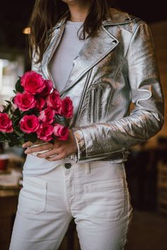 Silver Leather Jacket, Metallic Jacket, Leather Jacket Outfits, Metallic Leather, Biker Leather, Combat Boot Outfits, Holographic Fashion, White Jeans Outfit, Clothes 2019