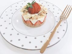 White chocolate cheesecake is my go to Easter dessert, a crumbly biscuit base with a decadent creamy white chocolate filling, topped with strawberries and toasted almonds..
