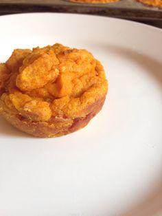 Panqué de zanahoria relleno de jamón serrano y queso manchego.