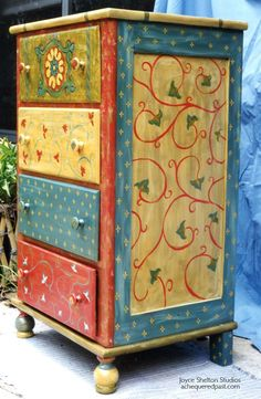 Painted dresser - I really like this.