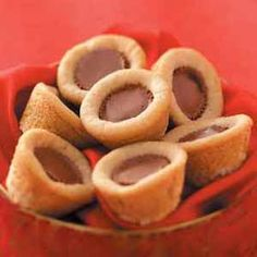 Candy Cookie Cups Recipe -These rich cookies from Sarah Vasques of Milford, New Hampshire make baking easy because they make the most out of convenience products. Macadamia Nut Cookies, Chocolate Macadamia Nuts, White Chocolate Cookies, Cookie Recipes, Dessert Recipes, Peanut Butter Candy, Sugar Cookie Dough, Candy Cookies, Cookie Cups