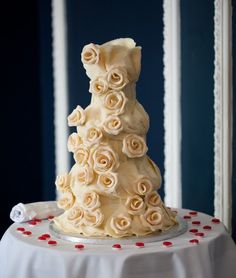 1920s wedding by Chris Giles Photography  #weddings, #wedding cake, #roses, #romantic