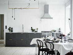 Nu gör Entrance det igen! Säljer en fantastiskt fin lägenhet med ett helt eget uttryck på...
