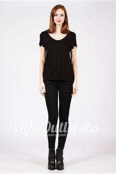 Tricou negru cu decolteu rotund COS Cos, Black Jeans, Sporty, Pants, Style, Fashion, Trouser Pants, Swag, Moda