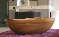 Baignoire design en bois pour conférer une allure moderne et créative à la salle de bains