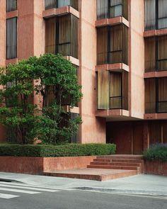 #JoseAntonioCoderch, Banco Urquijo Residential buildings, Barcelona, 1967. Picture by @salvalopez