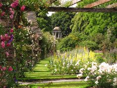 The Rose Pergola at Kew by Laura Nolte, via Flickr