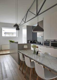Theresa Street Residence / Sonelo Design Studio