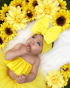 """""""I've got sunshine on a cloudy day"""" 💛 🌻 🌻 🌻 Bow From To Save  🌻 Top From 🌻 Tutu From 🌻 🌻 🌻 Baby Girl Images, Baby Girl Pictures, Cute Baby Girl, Baby Girl Newborn, Baby Girls, Baby Boy, 6 Month Baby Picture Ideas, Monthly Baby Photos, Foto Baby"""