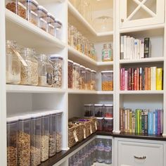 Do you love clear jars and containers as much as I do? How easy is it to cook or grab food on the go when you can see where everything is! #LetsGetOrganized . . . . . . #organized #organizer #organizing #organizeit #getorganized #organization #organizedmom #organizedhome #professionalorganizer #homeorganization #homeorganizer #everythinginitsplace #femaleentrepreneur #businessowner #momswhowork #workingmom #ocd #storage #pinterest #containerstore #kitchenorganization #kitchengoals…