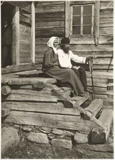 History Of Finland, Black White Photos, Black And White, 1930s House, Old Photography, Those Were The Days, Wooden House, Old Buildings, Before Us