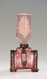 CZECHOSLOVAKIAN Perfume bottle in pink crystal with jeweled metalwork, 1920s.
