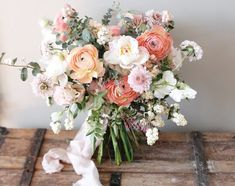 Loving the pastels and spring-y bouquet vibes! ( and photo cred: Loving the pastels and spring-y bouquet vibes! ( and photo cred: Wholesale Flowers: Lisa Ford Pastel Flowers, Bridal Flowers, Spring Flowers, Beautiful Flowers, Spring Bouquet, Spring Wedding Bouquets, Natural Wedding Flowers, Desert Flowers, Beautiful Bouquets