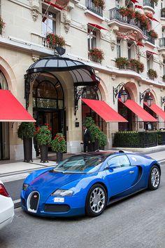 Bugatti Veyron, Avenue Montaigne, Paris