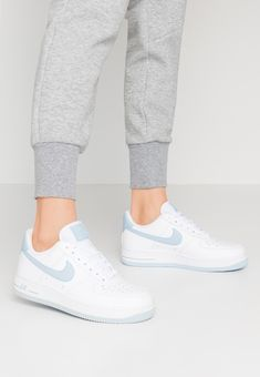 AIR FORCE 1 07 - Sneakers laag - white light armory blue - Nike Sportswear AIR FORCE 1 07 Sneakers laag white light armory blue Source by cosimapietrass - Nike Air Force Ones, Air Force 1, Nike Shoes Air Force, Nike Sportswear, Tenis Vans, Sneaker Store, Aesthetic Shoes, Hype Shoes, Fresh Shoes