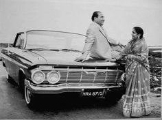 Mohammed Rafi December 1924 - 31 July was an Indian playback singer and one of the most p. Old Bollywood Songs, Bollywood Funny, Bollywood Photos, Vintage Bollywood, Bollywood Stars, Rare Pictures, Rare Photos, Mukesh Singer, Film Song