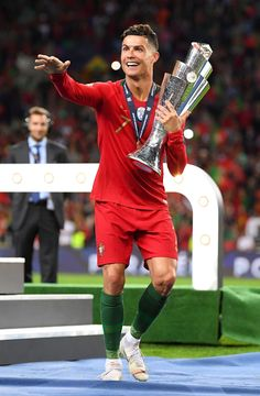 Cristiano Ronaldo Cr7, Cristiano Ronaldo Portugal, Ronaldo Soccer, Cristiano Ronaldo Wallpapers, Cristano Ronaldo, Soccer Guys, Best Football Players, Soccer Players, Ronaldo Images