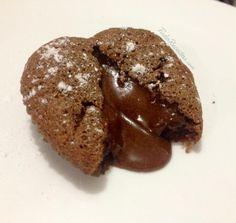 Vulcão fofo de chocolate, também conhecido como petit gâteau. Aprenda a preparar, clique na imagem! #vulcaodechocolate #petitgateau #bolodechocolate #chocolate #sobremesa #delícia #comida #receitas #TudoReceitas