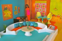 Tanya is so boring . her family went to the lake. She will make a MOD PARTY! Play Barbie, Barbie Doll House, Barbie Dream House, Barbie And Ken, Dreamhouse Barbie, Barbie Diorama, Barbie Furniture, Dollhouse Furniture, 1970s Living Room