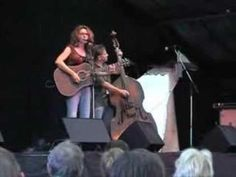 Lisa Mills and Ian Jennings at the Trowbridge Festival 2005 in the UK. They got a standing ovation from a huge audience. See Trowbridge05-2 for encore song.Video made and sent to her by Ron Dennis.