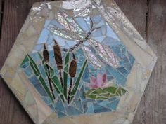 would never have thought of this. in mosaic yes . so why not glass Mosaic Stepping Stones, Stone Bench, Flower Pots, Flowers, Dragon Flies, Stained Glass Patterns, Garden Stones, Patio Ideas, Mosaic Glass