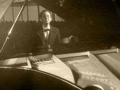 """de figurante pianista en el spot """"yecla el aire que respiras"""" realizado por Samuel Quiles de black box para el Ayuntamiento de Yecla"""