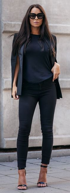 Shoes: LA STRADA Leggings: RIVER ISLAND | Tee: RIVER ISLAND | Sunglasses: THE VALLEY | Jacket: PEARL AND RUBIES