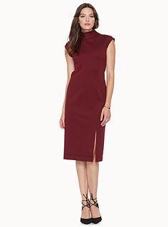 Exclusivité Contemporaine     Une robe aux lignes épurées qui allie confort et…