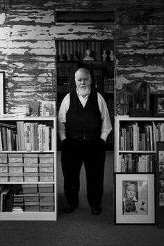 Mary McCartney, Portrait of Peter Blake in his studio