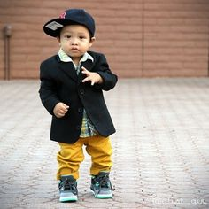 I would never dress my kids like this, but seriously I want to smother this baby with kisses!! Haha so cuteeee!