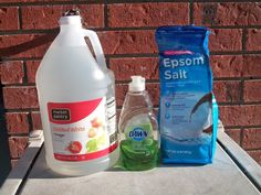 Mom Knows Best : Easy To Make All Natural Homemade Weed Killer Spray That Works In A Day The weeds are started to grow. Time to mix up my all natural weed killer that uses only 3 ingredients. This stuff works! Homemade Weed Spray, Weed Killer Homemade, Natural Weed Spray, Weed Killer Natural, Killing Weeds, Insecticide, Fertilizer For Plants, Garden Weeds, Bottle Garden