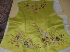 Hand Embroidery Designs, Diy Embroidery, Motifs Perler, Sequins, Couture, Womens Fashion, Handmade, Beaded Embroidery, Drawings