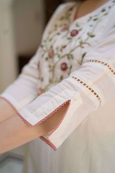 Neck Designs For Suits, Sleeves Designs For Dresses, Dress Neck Designs, Stylish Dress Designs, Sleeve Designs, Kurti Sleeves Design, Kurta Neck Design, Simple Kurta Designs, Kurta Designs Women