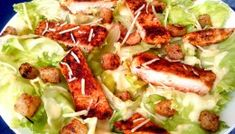 Caesar Salad light (salada de alface com croutons, parmesão, molho caesar light e frango grelhado)
