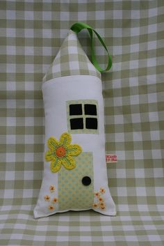 Daffodil Cosy Cottage by 23BeechHill, via Flickr