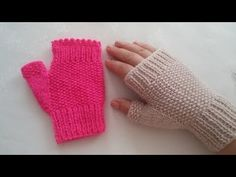 fingerless easy glove making / easy glove making with two skewers . Knitted Mittens Pattern, Knit Mittens, Knitted Gloves, Knitting Patterns, Crochet Patterns, Fingerless Gloves, Crochet Coat, Easy Crochet, Crochet Baby