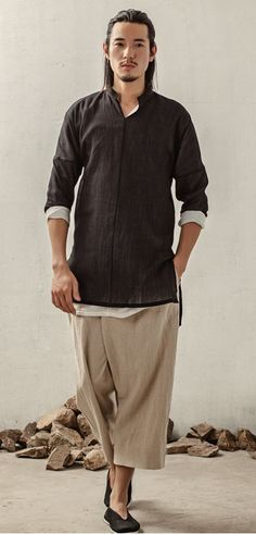 Mens Asian Clothes - Winter is closing in in the Eastern hemisphere and it's quickly getting time dig out the winter attir Chinese Man, Chinese Style, Japanese Fashion, Asian Fashion, Chinese Fashion, Korea Fashion, India Fashion, Pantalon Thai, Look Man
