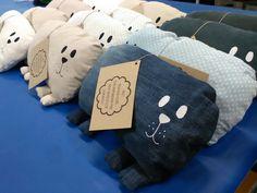 Lyllerö-tyynyjä, erilaisista kierrätyskankaista.