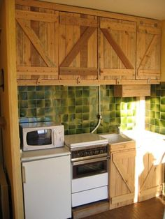 Pallet kitchen hutch | Visit makingsenseofthings.info