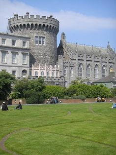 Great shot of Dublin Castle - a stunning structure steeped in history. Tana French's novels have the Dublin murder squad using this as their base! Oh The Places You'll Go, Places To Travel, Places To Visit, Ireland Vacation, Ireland Travel, Dublin Castle, Kilkenny Castle, Terra Nova, Beautiful Castles
