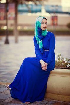 Chiffon royal blue dress, and color block hijab...yes please!